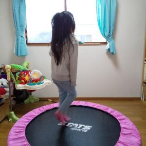 子供も大人もトランポリンで姿勢改善だ