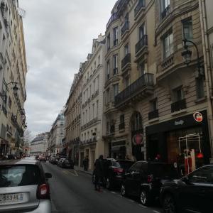 中国人団体観光客が消えたパリ中心