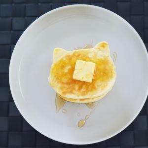 今朝は「ぬこ型パンケーキ」