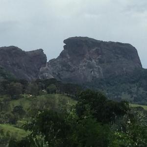 ≪サン ベント ド サプカイのつづら岩≫ ピンダの吉田さんからのお便りです。