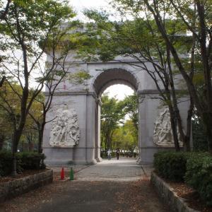 太陽公園 凱旋門とモアイ像