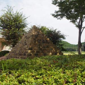 太陽公園のピラミッドとスフィンクスと自由の女神