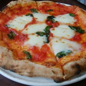 「ピッツェリア ラ・フォルナーチェ」で美味しいピザランチを(INAXライブミュージアム)