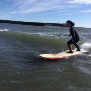 運動音痴がサーフィンできるわけないですよね!