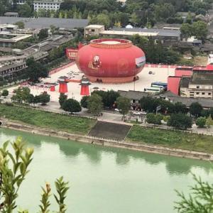 地方は北京にはない可笑しさありすぎ:横店+大きすぎる関公など