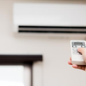 エアコンのリモコン!純正品と汎用品の比較、時刻予約に優れているのは?