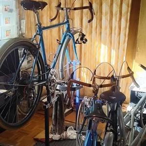 自転車に埋め尽くされる。私の汚部屋。