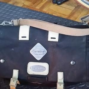 バッグの中身の整理などしていた。