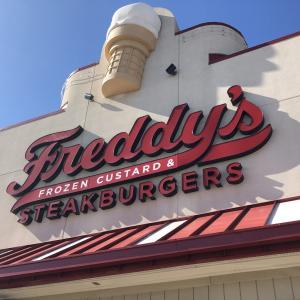 極細フレンチフライをTry! ~Freddy's(フレディーズ) Steak burgers~
