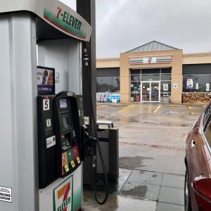 ガソリン給油手順と、アメリカのコンビニ