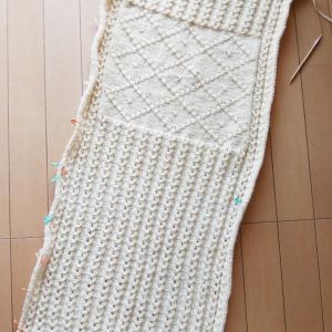 ノット編みのクッションカバー ~進捗状況3~ 2枚目もうすぐ編み終わり!
