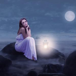 十三夜の月を眺めながら考えたいこと