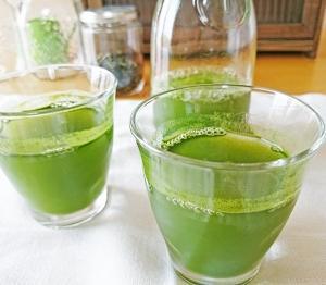 青汁でLDLコレステロールが下がるの?食物繊維「キトサン」成分でコレステ対策!
