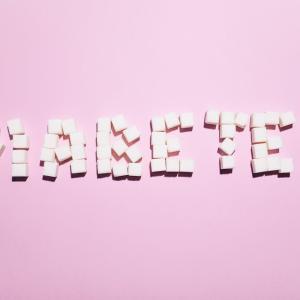 2型糖尿病患者の慢性腎障害アウトカムに対するフィネレノンの効果はどのくらいですか?(DB-RCT; FIDELIO-DKD; NEJM)