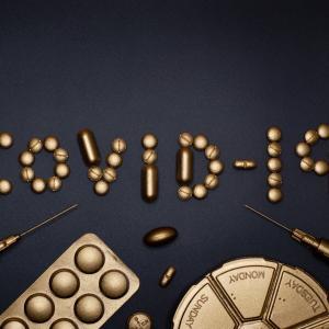 中等度から重度COVID-19に対する標準治療へのコルヒチン追加効果はどのくらいですか?