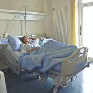 心不全(HFpEF)における病院外での心不全エピソードの悪化が死亡リスクに影響するかもしれない(PARAGON-HFの事後解析; JACC 2021)