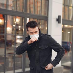 青年および成人におけるコントロール不良な重症喘息に対するテゼペルマブの効果はどのくらいですか?(DB-RCT; NAVIGATOR試験; N Engl J Med. 2021)
