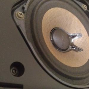 スピーカーも肩こり? 低音が出なくなった BOSE 101MM の音質改善