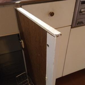 キッチンのダイノックシート貼り完了、換気扇修理とレンジを少し磨きます