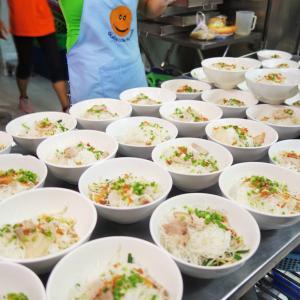 【1日300食のフォーを配る】ベトナムで炊き出しボランティアとバイク出勤