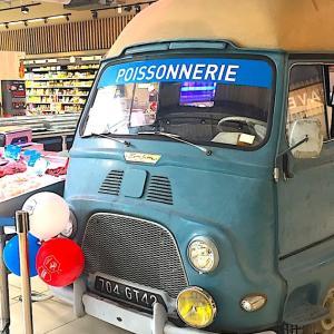 近所のスーパーのかわいい車!Renault Estafette