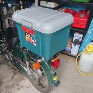 カブの荷台にホムセン箱の設置、うまくいかんもんやなぁ・・・・。(;^ω^)