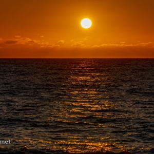 茜色の夕日眺めたら...