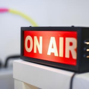 8月のささやかな楽しみはラジオの新番組
