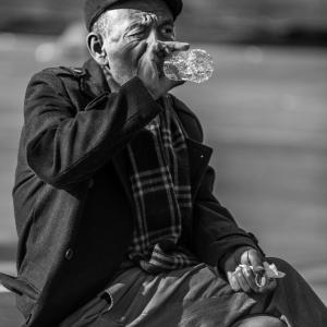 老いと貧困と酒は、手に手を取ってやってくる。