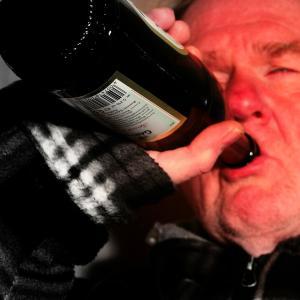 山口達也事件で顕かになった、「アルカス」のみならず「飲酒」に対する冷ややかな目。