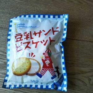 KALDIの豆乳サンドビスケットとエコバッグ