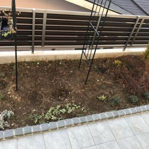 Before&After 土だけだった西側花壇の変化
