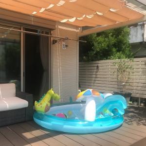 【お庭でプール】INTEXの大型ビニールプールをウッドデッキに設置!
