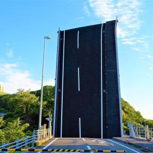 道路に刺さるクールな橋?手結港可動橋【高知県】