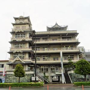 お城の病院「善成病院」/長すぎるカーブミラー【徳島県・プチB級スポット】