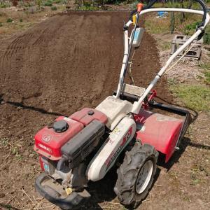 じゃがいも植え付け場所の耕うん・・・ ☆アスパラが収穫できるようになってきました。