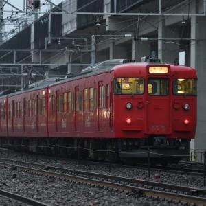 早朝、霧雨の中、長野駅へ向かうコカ・コーララッピング(S11編成)・・・ ☆10月2日の運行を最後に塗色変更されるそうです。