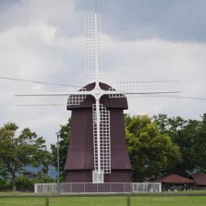 所長が休日に散策ぶらり~「しんあさひ風車村」ビワイチに挑むサイクリストに親しまれています~