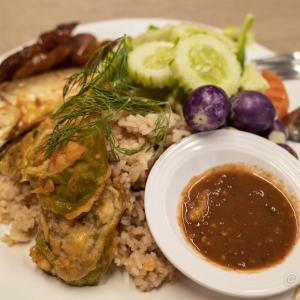 カオ・クルップ・カピ(ข้าวคลุกกะปิ)エビの塩辛ご飯:ロビンソンのフードコートで本日のランチ