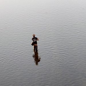 矢田川釣り、オイカワを狙っている人発見