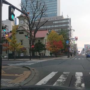 紅葉と札幌時計台