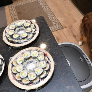アメリカのご近所付き合い 今年も巻き寿司5合を心を無にして巻きました