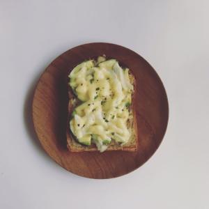 スペルト全粒粉入り食パンでアボカドトーストと、嬉しい出来事
