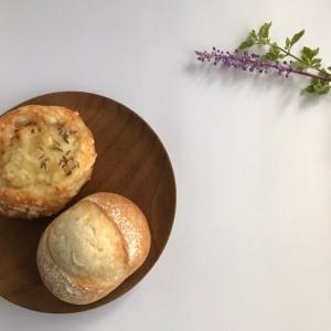 オニオンチーズパンとまるパン