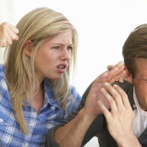 DVは男性だけではない!DV妻から逃げて離婚する方法論