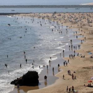 LA郡のビーチは7月4日の週末から閉鎖されます