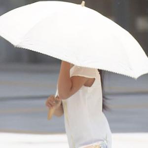 登下校時の日傘の使用を学校が禁止 し不満の声相次ぐ