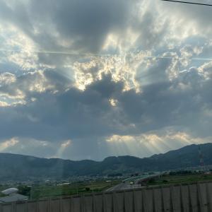 【生き方・価値観】時に人は、地面を見続けているのかもしれない ~たまには、空を見上げて~
