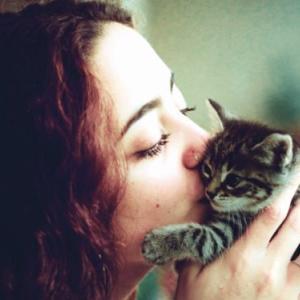猫好きさんなら誰もがしてしまう猫吸い。人体への影響は大丈夫か?