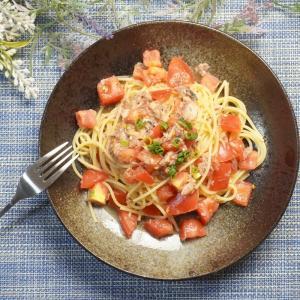 フライパンひとつ和えるだけ!鯖缶とトマトのゆず胡椒風味パスタの作り方・レシピ